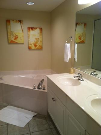 Majestic Beach Towers: Master suite bathroom
