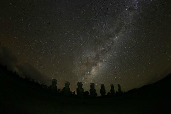 Hanga Roa, Chile: The milky way - Easter Island style
