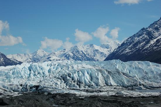 Mica Guides : Looking up at the Matanuska Glacier