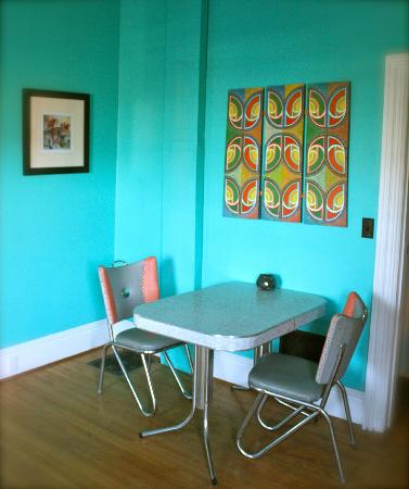 The Purple House Cafe : inside seating