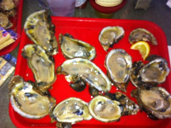 Apalachicola Seafood Grill & Steakhouse: Dozen Raw Oysters - delicious