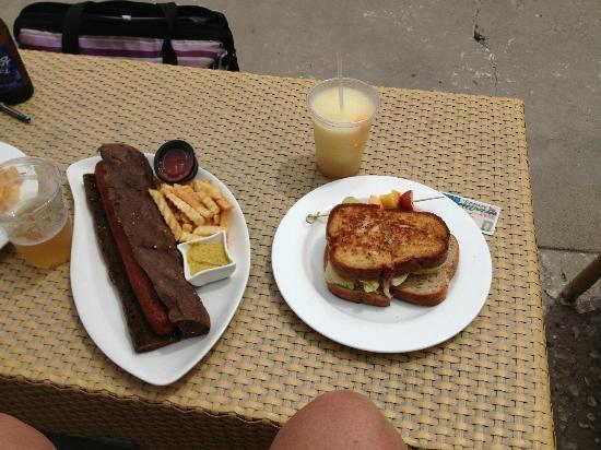 Blu Restaurant & Bar: lunch is served