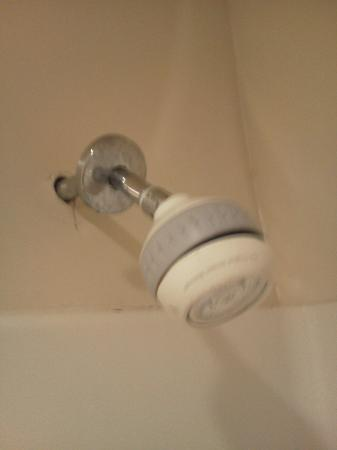 Comfort Suites San Clemente: Broken Shower Head