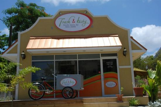Fresh-Tasty: pn Elgin Avenue 150 near the center close to the airport