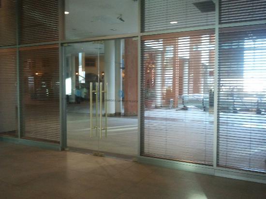 Sonesta Hotel Osorno: Acceso hotel desde escaleras mecánicas