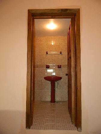 Posada Sancris: Bathroom