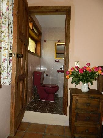 Posada Sancris: Bathroom
