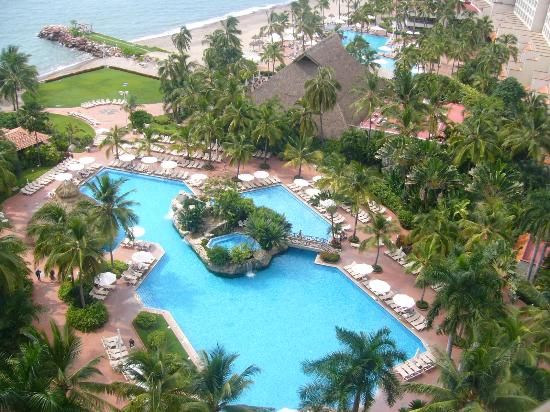 Sheraton Buganvilias Resort & Convention Center: Desde el balcón vista a los jardines y albercas