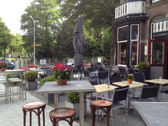 هوتل بلومندال: Hotel Bloemendaal patio 