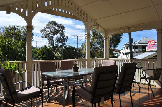 Minto Colonial Hostel: Verandah
