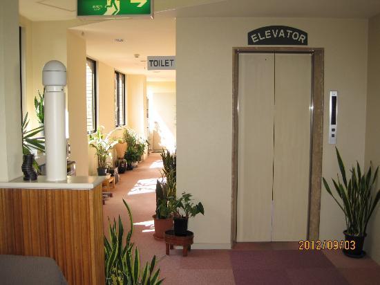 Hotaka Town Hotel: Hotel elevator