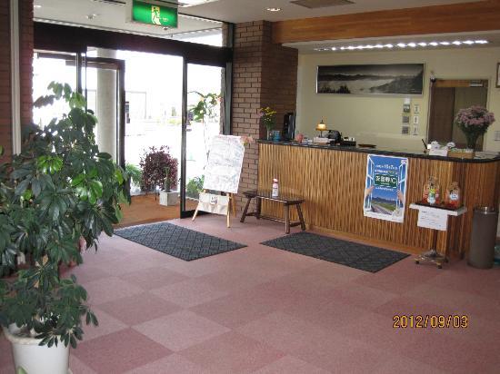 Hotaka Town Hotel: Hotel entrance and reception desk