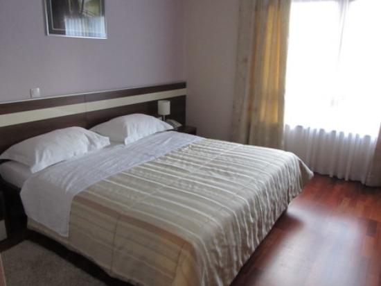 Hotel Degenija: Comfortable Bed