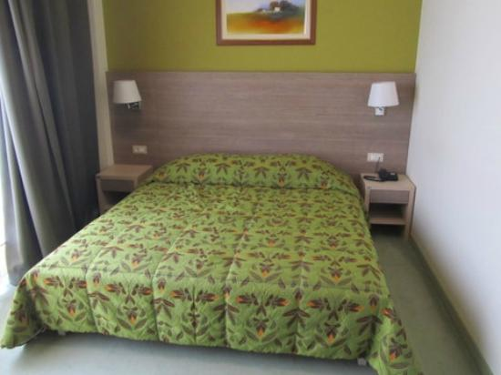 Dalmina Hotel: Uncomfortable Bed