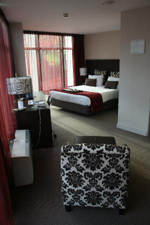 Rydges Wellington: King size bed, Desk & flat screen TV