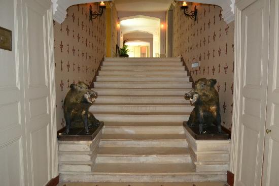 Chateau des Arpentis: Lower Hallway