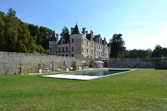Chateau des Arpentis: Chateau from pool