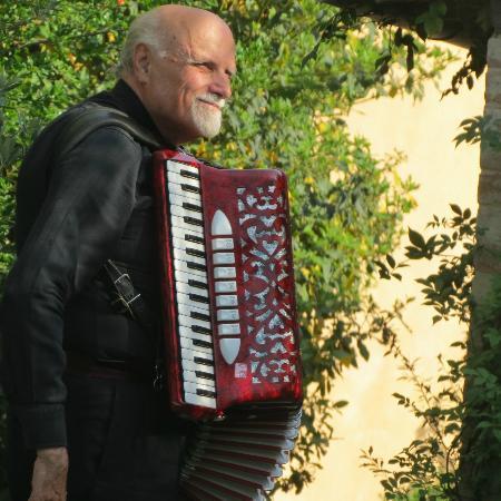 فيلا سيكولينا: Music