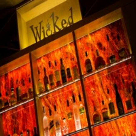 Wicked Restaurant and Wine Bar: Bar View