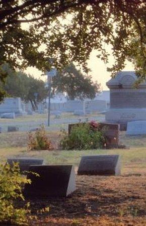 Pecan Grove Memorial Cemetery