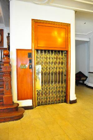 Queens Hotel Kandy: Love the lift