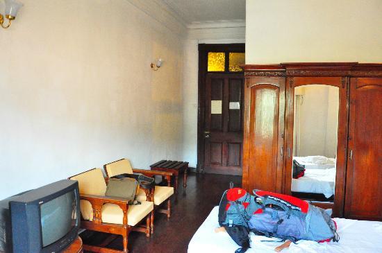 Queen's Hotel: Room