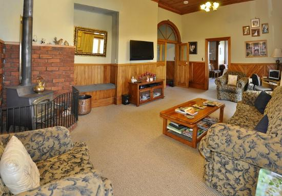 Villa Heights Bed and Breakfast: guest lounge