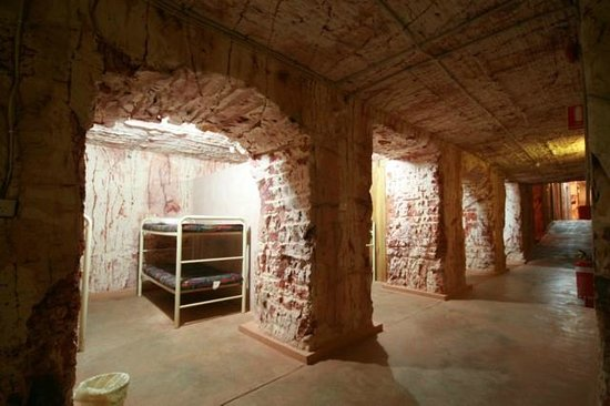Radeka Downunder Underground Motel & Backpacker Inn : 6.5m Underground Open Mixed Dorms