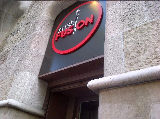 Sushi Fusion : 店の看板