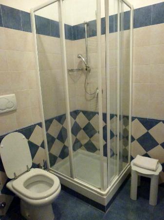 Hotel Borgo del Mare: La ducha es muy cómoda