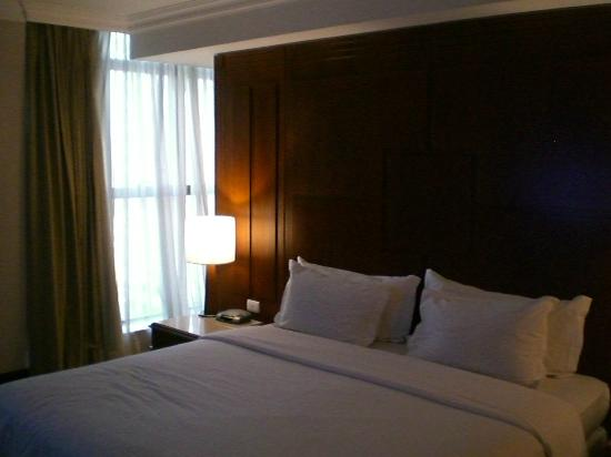 Melia Brasil 21: Closet is behind the bed!