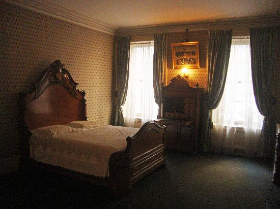 Theodore Roosevelt Birthplace National Historic Site: Master bedroom in Roosevelt home