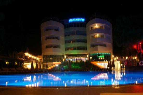 Catamaran Resort Hotel: Catamaran in nigth