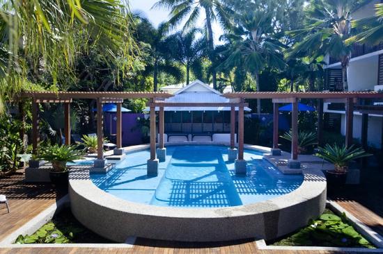 Freestyle Resort Port Douglas: Pool & BBQ Pavilion