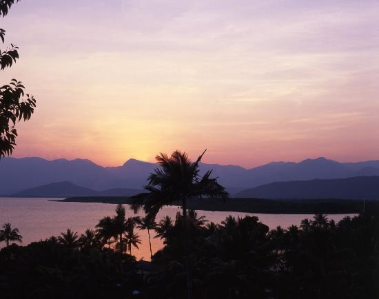 Freestyle Resort Port Douglas: Sunset over Port Douglas