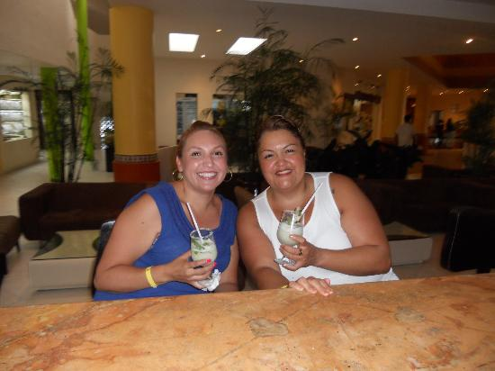 The Reef Coco Beach: My Cousin and I enjoyin our drinks