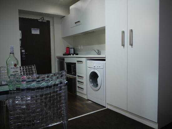 The Quadrant Hotel and Suites Auckland: Lovely to have a washer/dryer in room!