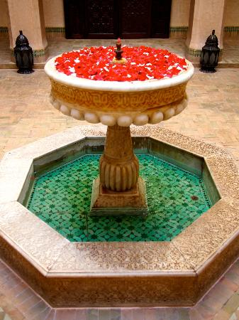 Riad Kniza: another courtyard fountain decorated with rose petals
