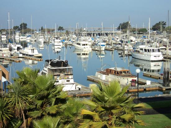 The Marina Inn on San Francisco Bay: Morning view of marina from private balcony