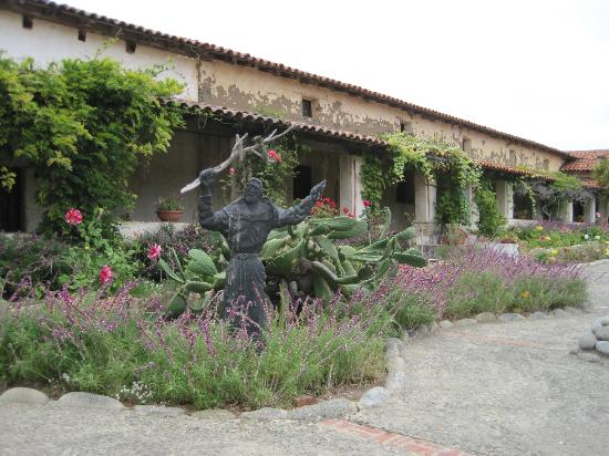 San Carlos Borromeo de Carmelo Mission : Beautiful!!