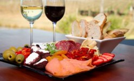 RidgeView Restaurant,Wines & Cottages: Ploughmans Platter