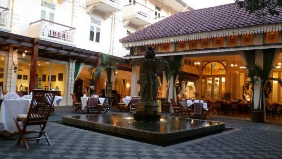 The Phoenix Hotel Yogyakarta - MGallery Collection: Cour intérieure