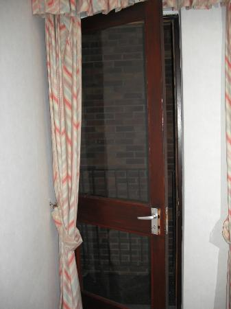 Russell Hotel: only window in bedroom