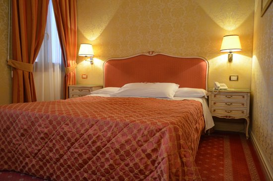 Hotel Antiche Figure: room