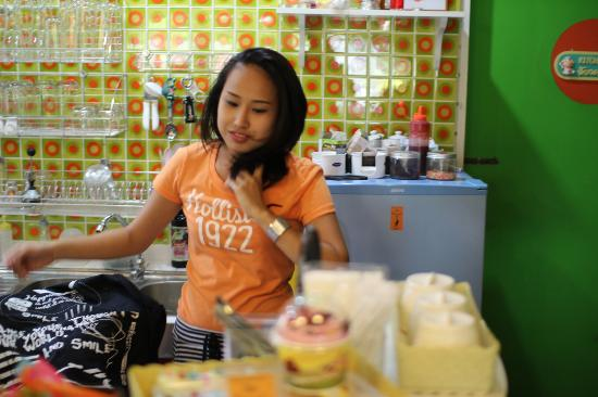 The Hangout Cafe': Yui the owner