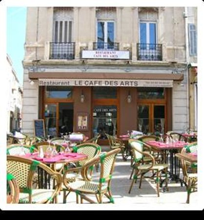 Le cafe des arts salon de provence 20 place crousillat for Presto pizza salon de provence