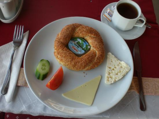 Istanbul Comfort Hotel: Simit and Çay