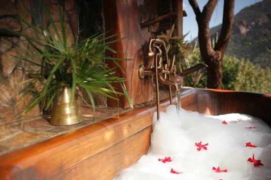 Desert Rose Kenya: Bathroom