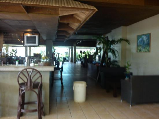 Dos Palmas Island Resort & Spa: Bar/ Dining Area