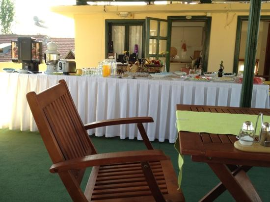 Caretta Caretta Hotel: Breakfast on the terrace